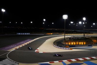 Daniil Kvyat, Toro Rosso STR14, devant George Russell, Williams Racing FW42