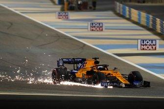 Carlos Sainz Jr., McLaren MCL34 with damage
