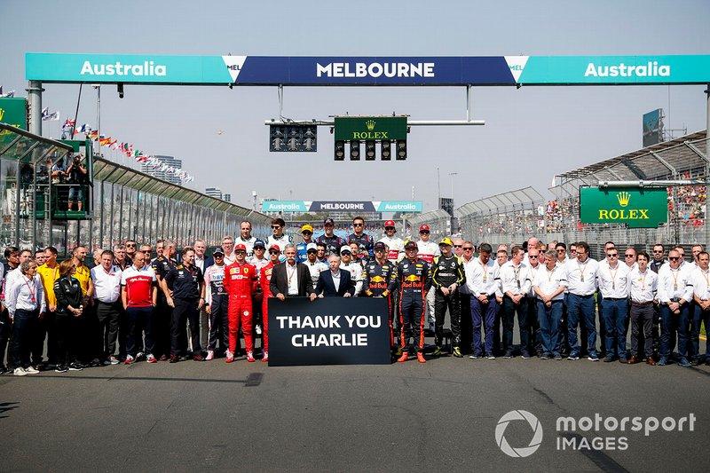 Pilotlar, Chase Carey, Formula 1 Direktörü ve Jean Todt, FIA Başkanı ile Charlie Whiting anısına
