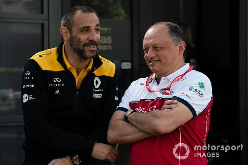 Cyril Abiteboul, Managing Director, Renault F1 Team, e Frederic Vasseur, Team Principal, Alfa Romeo Racing