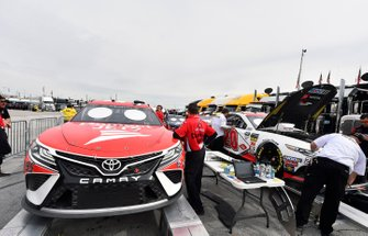 Matt DiBenedetto, Leavine Family Racing, Toyota Camry Dumont JETS, Erik Jones, Joe Gibbs Racing, Toyota Camry SportClips