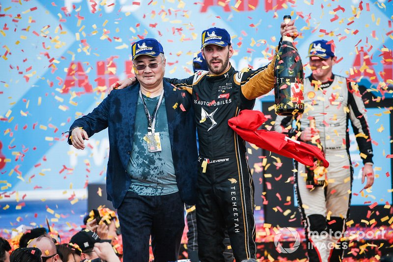 Jean-Eric Vergne, DS TECHEETAH, celebrates with a team representative on the podium