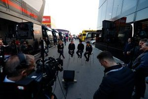 Rachel Brooks, Sky TV, Simon Lazenby, Sky TV, Karun Chandhok, Sky TV en Sergio Perez, SportPesa Racing Point F1 Team