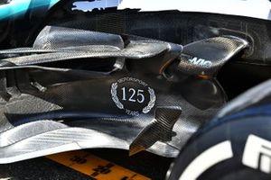 Mercedes AMG F1 W10, motorsporlarında 125. yıl renk düzeni ile