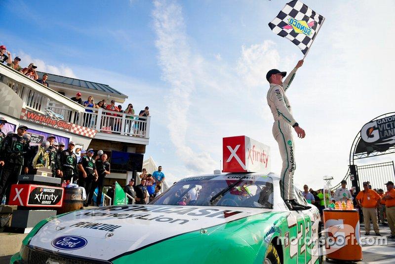 Race Winner Austin Cindric, Team Penske, Ford Mustang MoneyLion