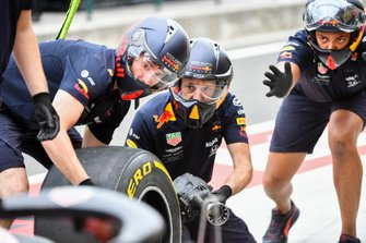 The Red Bull pit crew at work