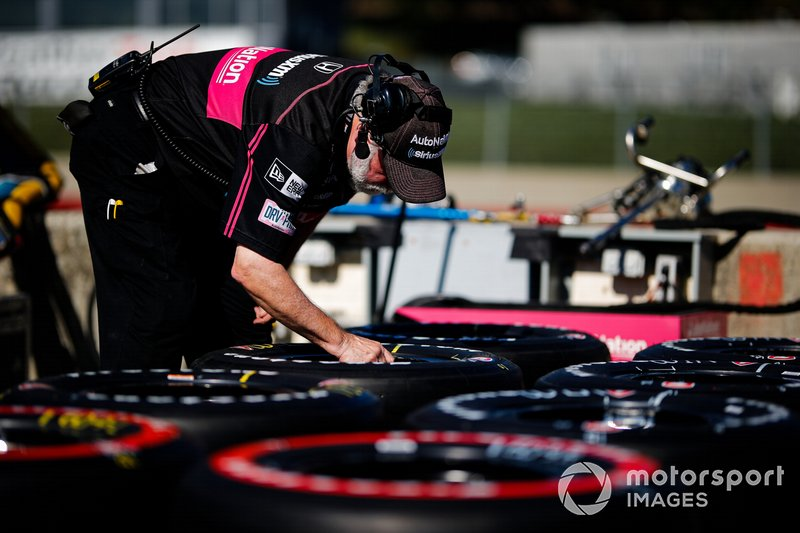 Jack Harvey, Meyer Shank Racing with Arrow SPM Honda, crew member
