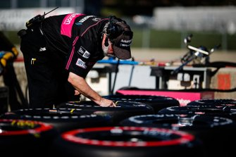 Un membre de l'équipe de Jack Harvey, Meyer Shank Racing with Arrow SPM Honda