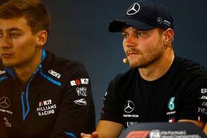 Valtteri Bottas, Mercedes AMG F1, and George Russell, Williams Racing