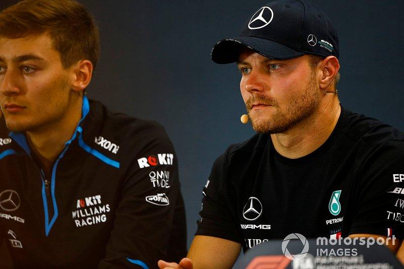 Valtteri Bottas, Mercedes AMG F1, e George Russell, Williams Racing
