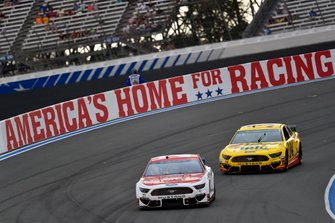 Paul Menard, Wood Brothers Racing, Ford Mustang Motorcraft / Quick Lane Tire & Auto Center and Michael McDowell, Front Row Motorsports, Ford Mustang Love's Travel Stops