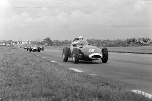 Stirling Moss, Vanwall; Tony Brooks, Vanwall en Jean Behra, Maserati