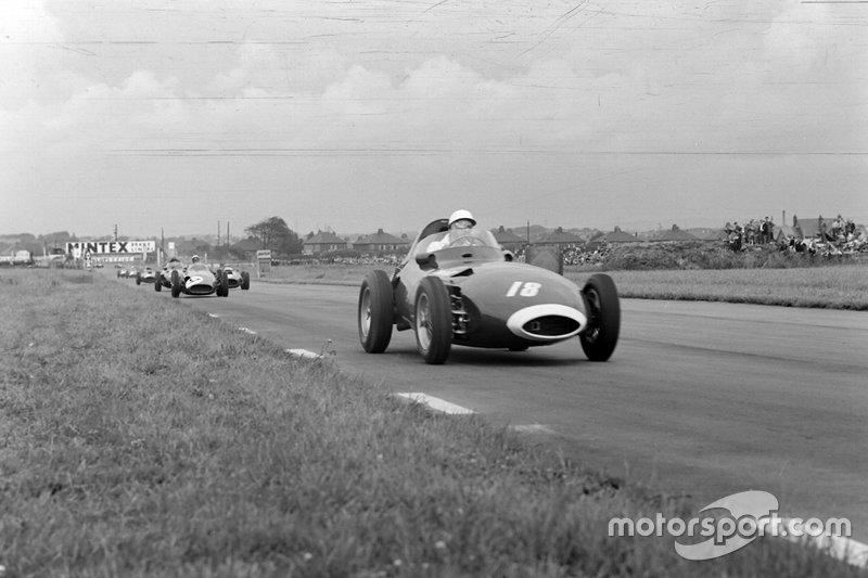 Stirling Moss, Vanwall; Tony Brooks, Vanwall e Jean Behra, Maserati
