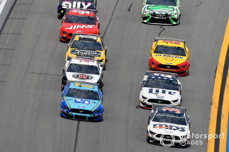 David Ragan, Front Row Motorsports, Ford Mustang MDS Transport and Ricky Stenhouse Jr., Roush Fenway Racing, Ford Mustang Fifth Third Bank
