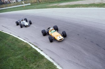 Denny Hulme, McLaren Cosworth M7A, leads Dan Gurney, Eagle Weslake T1G