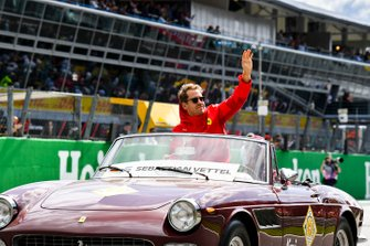 Sebastian Vettel, Ferrari, tijdens de rijdersparade