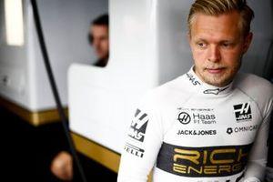 Kevin Magnussen, Haas F1 en el garage