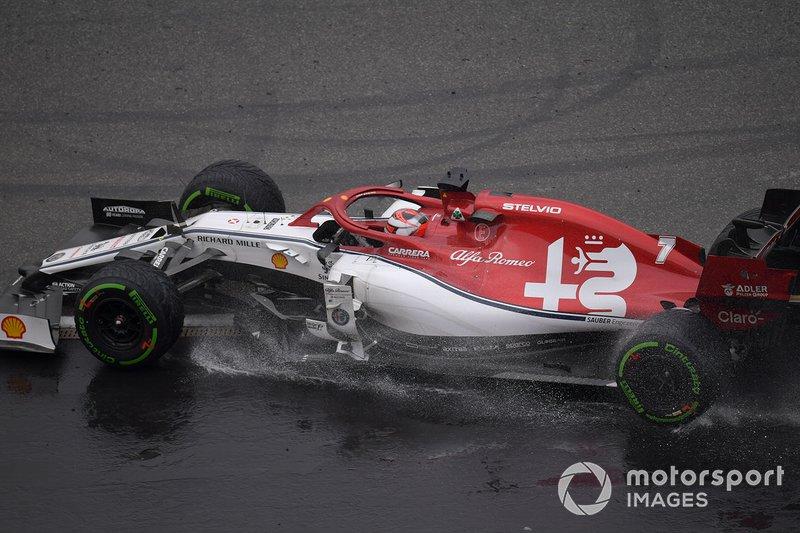 Kimi Raikkonen, Alfa Romeo Racing C38, sale de la grava