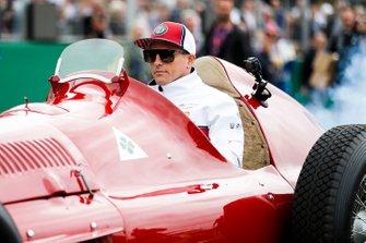 Kimi Raikkonen, Alfa Romeo Racing precede la parata dei piloti