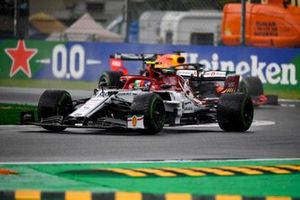 Antonio Giovinazzi, Alfa Romeo Racing C38, leads Max Verstappen, Red Bull Racing RB15