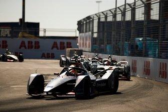 Робин Фрейнс, Virgin Racing, Audi e-tron FE05, и Себастьен Буэми, Nissan e.dams, Nissan IMO1
