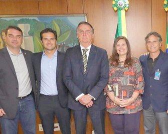 Flavio Bolsonaro, Nelsinho Piquet, Jair Bolsonaro, Bia Kicis e Nelson Piquet