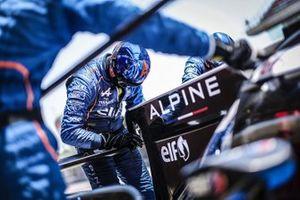 Les mécaniciens SIgnatech Alpine