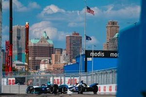 Gary Paffett, HWA Racelab, VFE-05 Alexander Sims, BMW I Andretti Motorsports, BMW iFE.18