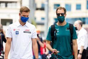 Mick Schumacher, Haas F1 and Sebastian Vettel, Aston Martin