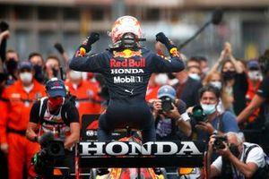 Победитель гонки Макс Ферстаппен, Red Bull Racing RB16B