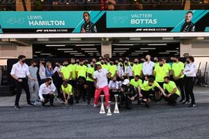 Lewis Hamilton, Mercedes, 1st position, Valtteri Bottas, Mercedes, 3rd position, and the Mercedes team celebrate victory