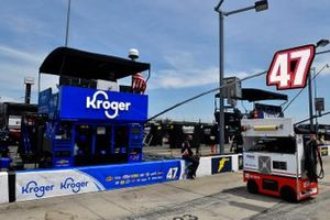 Ricky Stenhouse Jr., JTG Daugherty Racing, Chevrolet Camaro Kroger/Tide pit stall
