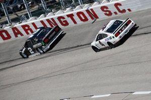 Brad Keselowski, Team Penske, Ford Mustang Freightliner, Kevin Harvick, Stewart-Haas Racing, Ford Mustang Mobil 1 Throwback