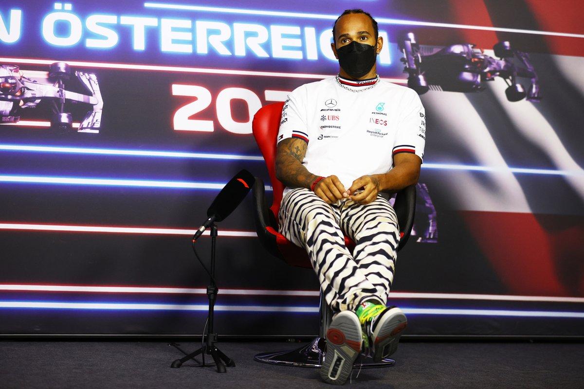 Lewis Hamilton, Mercedes durante la conferencia de prensa