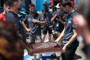 Mitch Evans, Jaguar Racing receiving a birthday cake from the Jaguar team