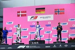 Le 2ᵉ Frederik Vesti, ART Grand Prix, le vainqueur, David Schumacher, Trident, le 3ᵉ Dennis Hauger, Prema Racing