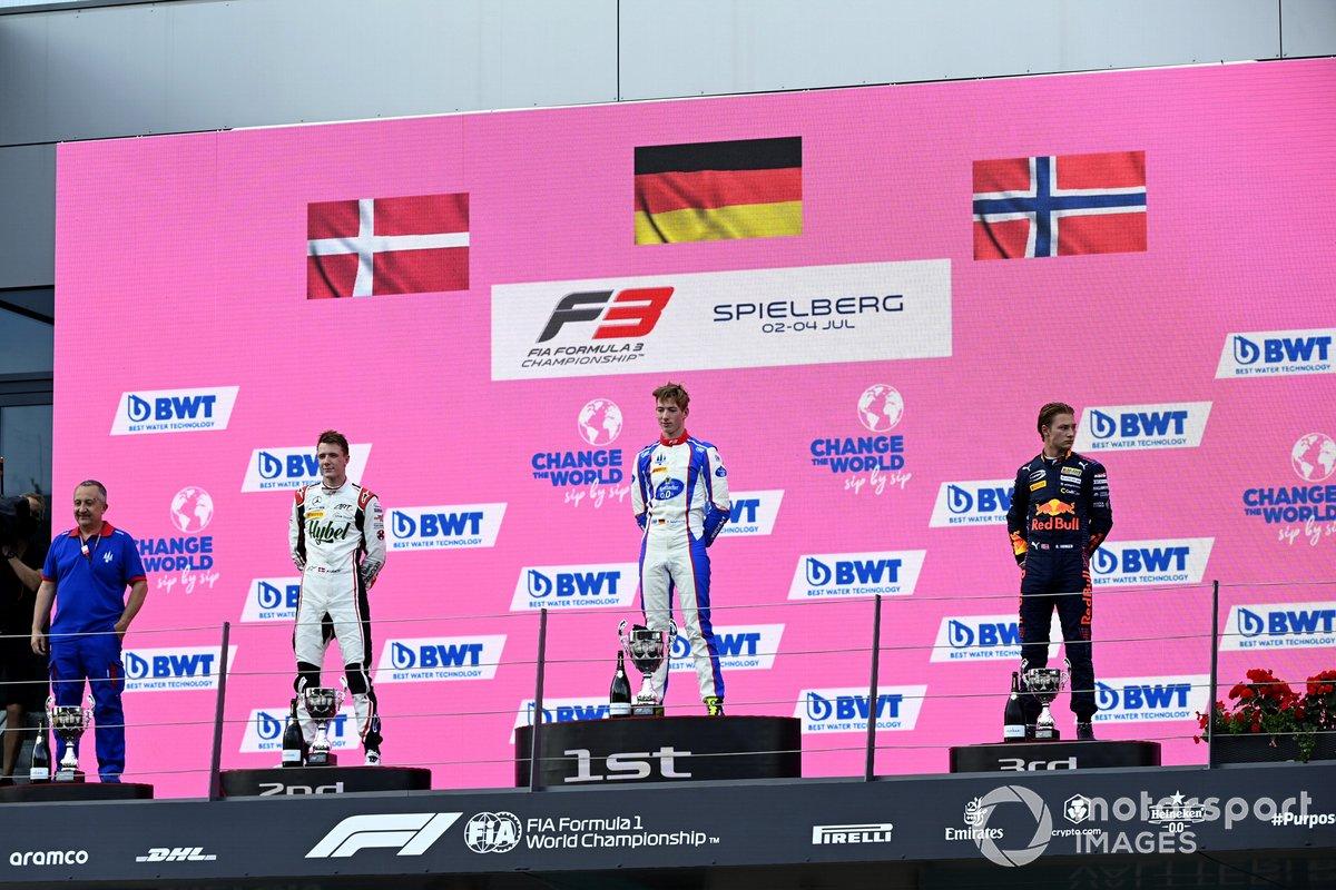 Podio: segundo lugar Frederik Vesti, ART Grand Prix, ganador David Schumacher, Trident, tercer lugar Dennis Hauger, Prema Racing