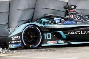 Choque de Sam Bird, Jaguar Racing, Jaguar I-TYPE 5