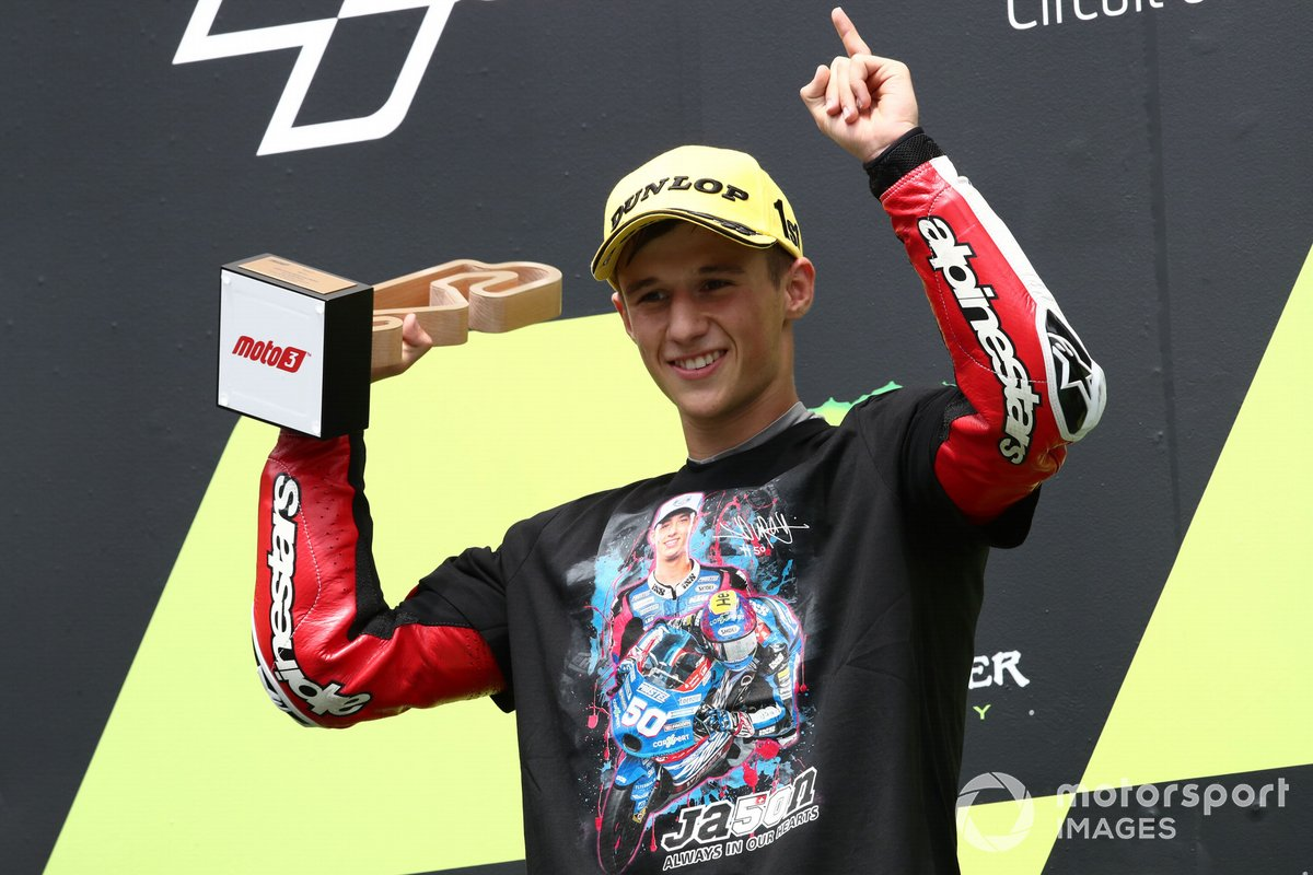 Ganador de la carrera, Sergio Garcia, Aspar Team Moto3