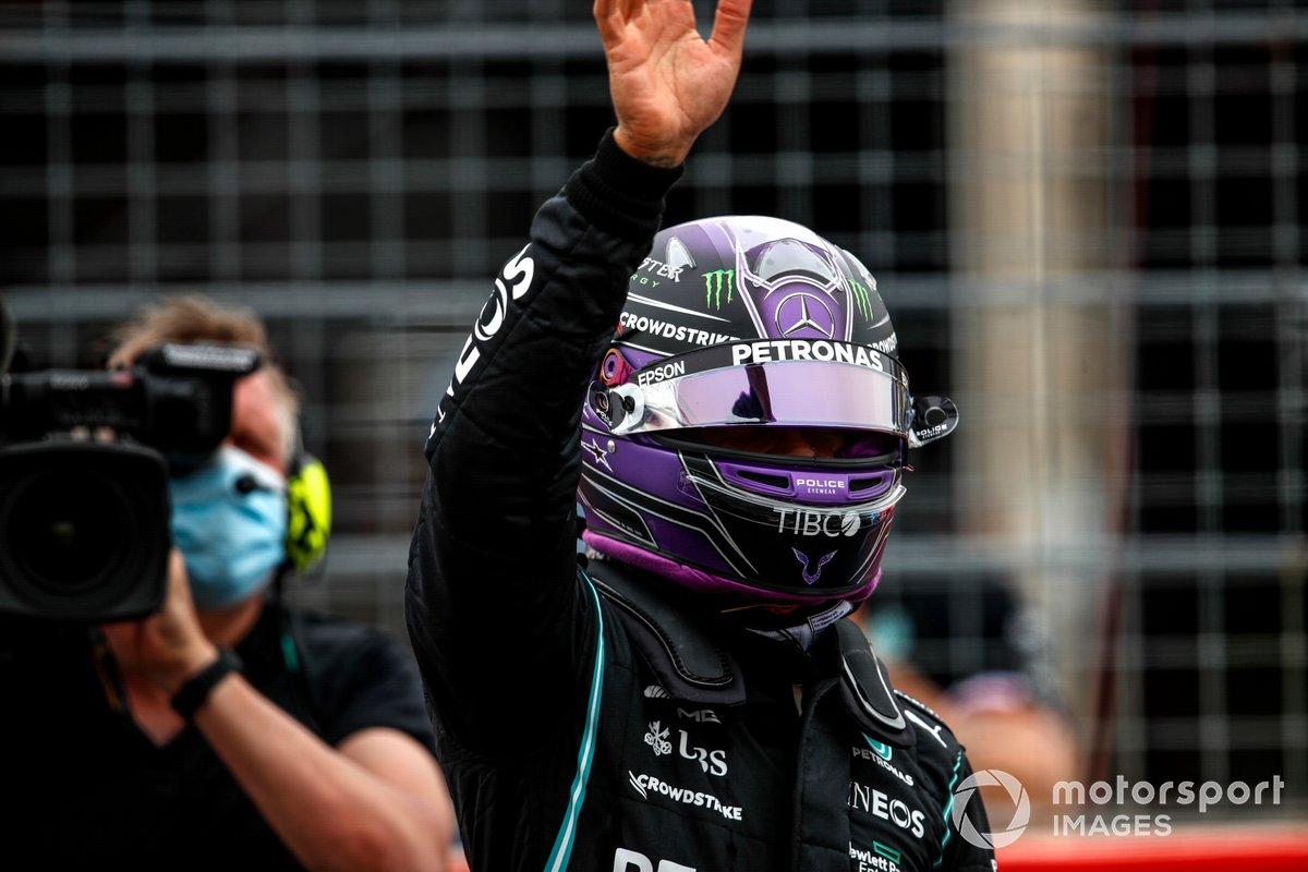 Segundo puesto Lewis Hamilton, Mercedes en Parc Ferme