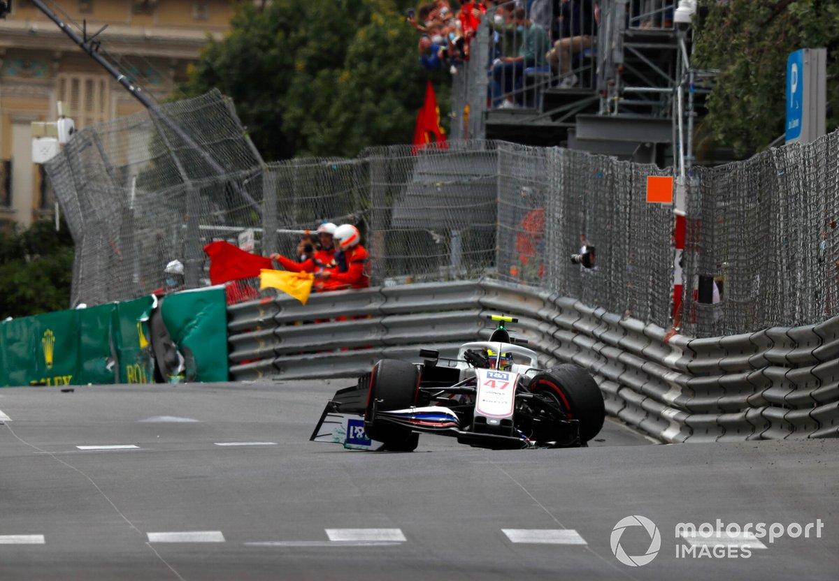 Mick Schumacher, Haas VF-21, choca en la FP3