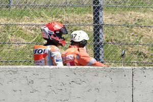 Marc Marquez, Repsol Honda Team, sur un scooter après son accident
