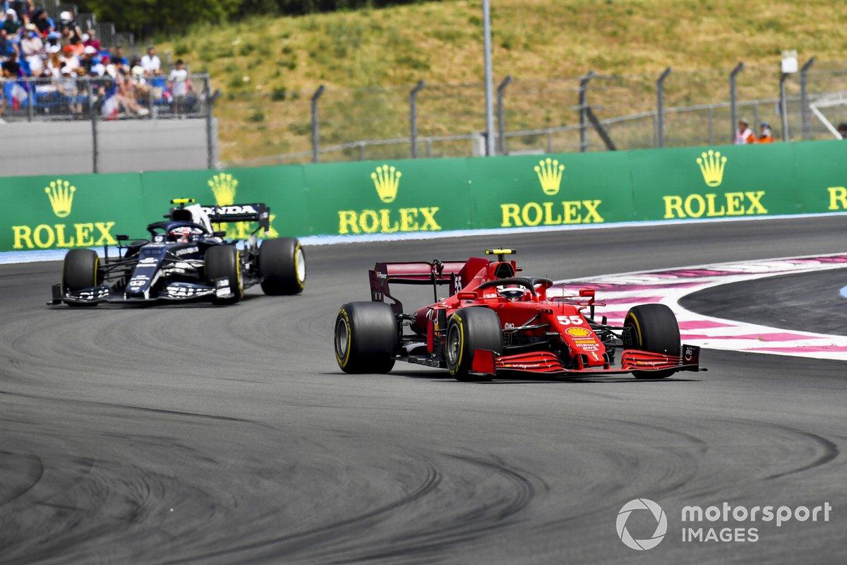 Carlos Sainz Jr., Ferrari SF21, Pierre Gasly, AlphaTauri AT02