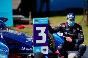 Nick Cassidy, Envision Virgin Racing, tercera posición, en Parc Ferme