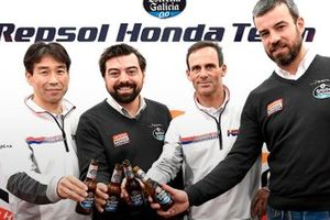 The Marketing Manager of Estrella Galicia, Santiago Miguélez, and the Sports Sponsorship Manager, José Villanueva, met with Tetsuhiro Kuwata, HRC General Manager Race Operations, and Alberto Puig, Repsol Honda Team Manager