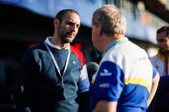 Cyril Abiteboul, Renault Sport F1 Managing Director, en el pit lane