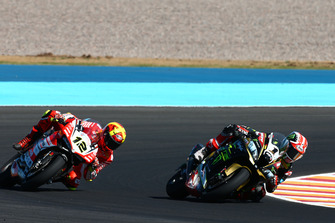 Jonathan Rea, Kawasaki Racing passes Xavi Fores, Barni Racing Team
