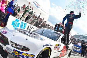 Chase Briscoe, Biagi-DenBeste Racing, Ford Mustang Nutri Chomps/Ford celebrates his win