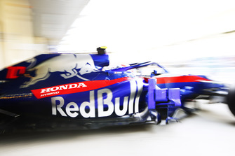 Pierre Gasly, Scuderia Toro Rosso STR13, leaves the garage