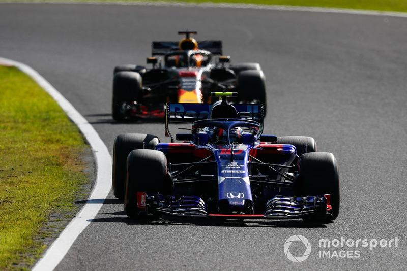 Pierre Gasly, Scuderia Toro Rosso STR13 y Daniel Ricciardo, Red Bull Racing RB14